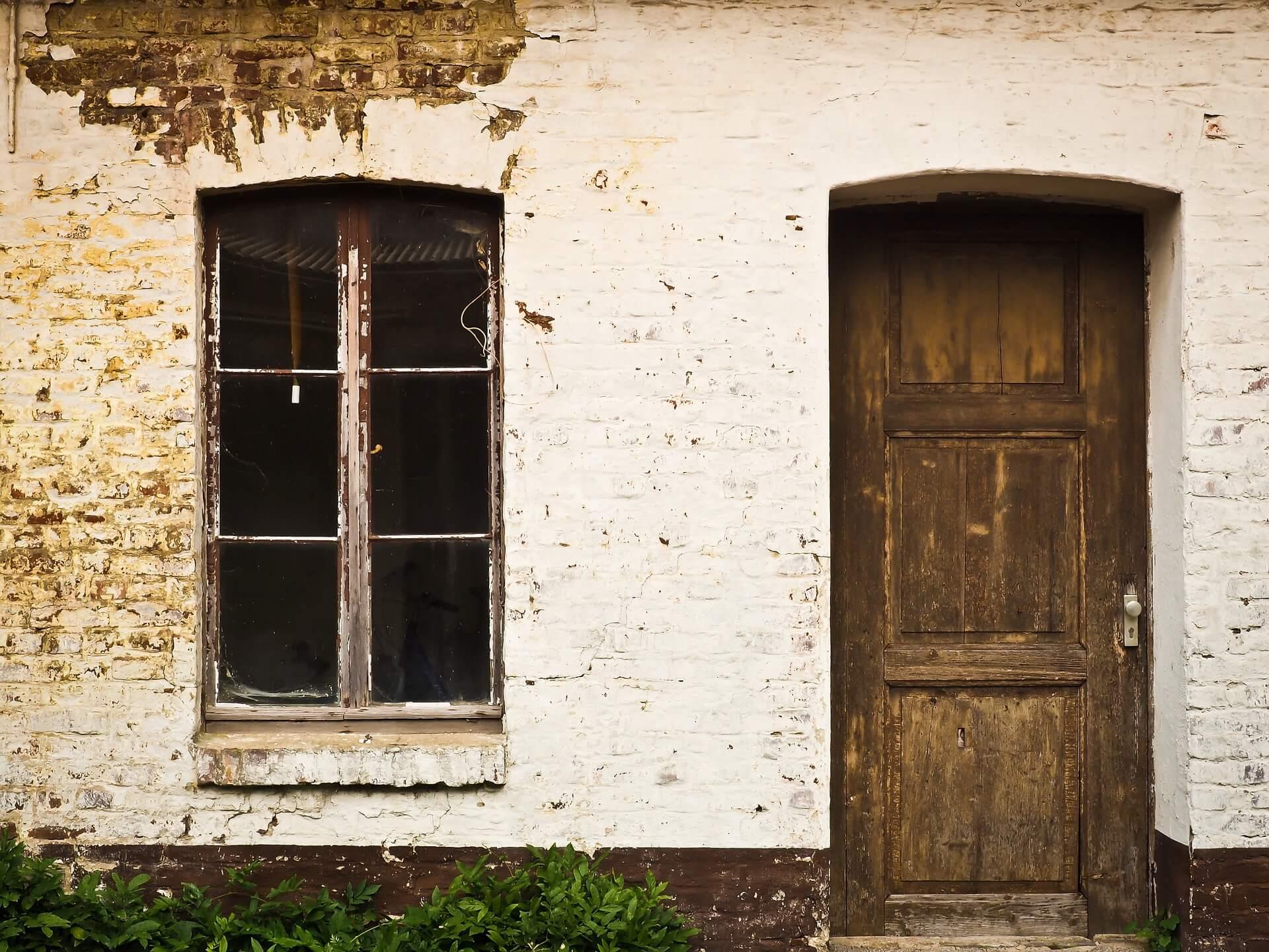 Asbestikartoittajaa kaipaava talo